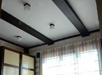 Как крепится потолок в деревянном доме?
