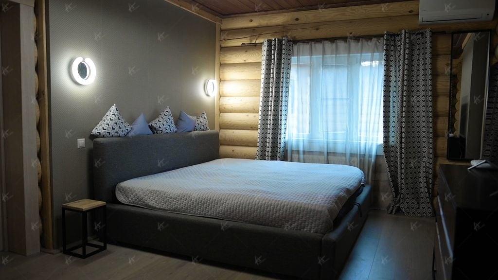 кровать в доме Дюссельдорф