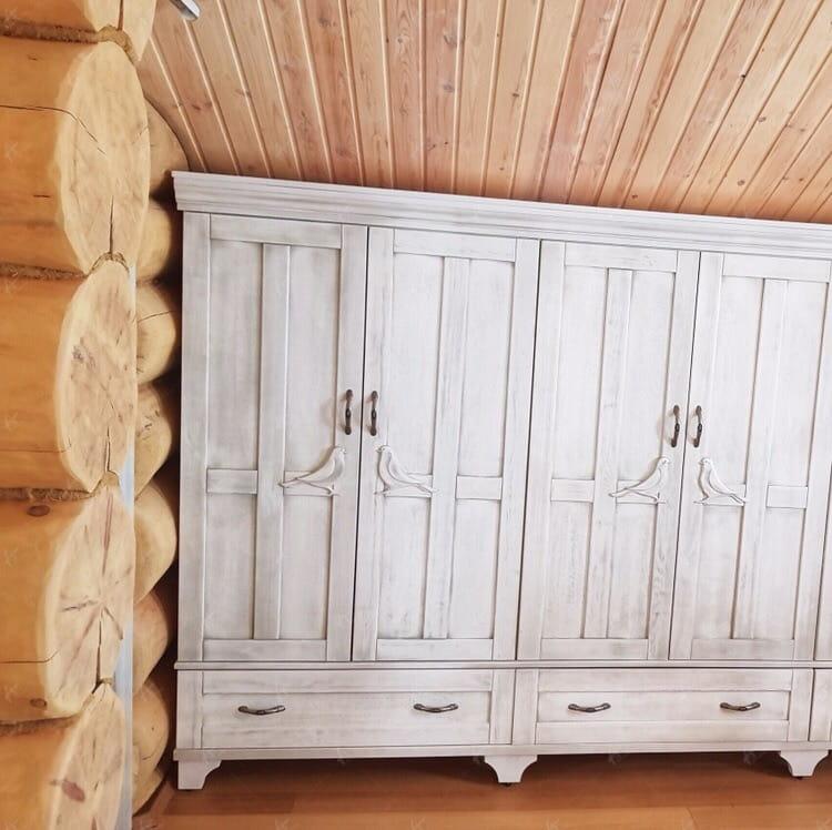 шкафчики в доме из кедра