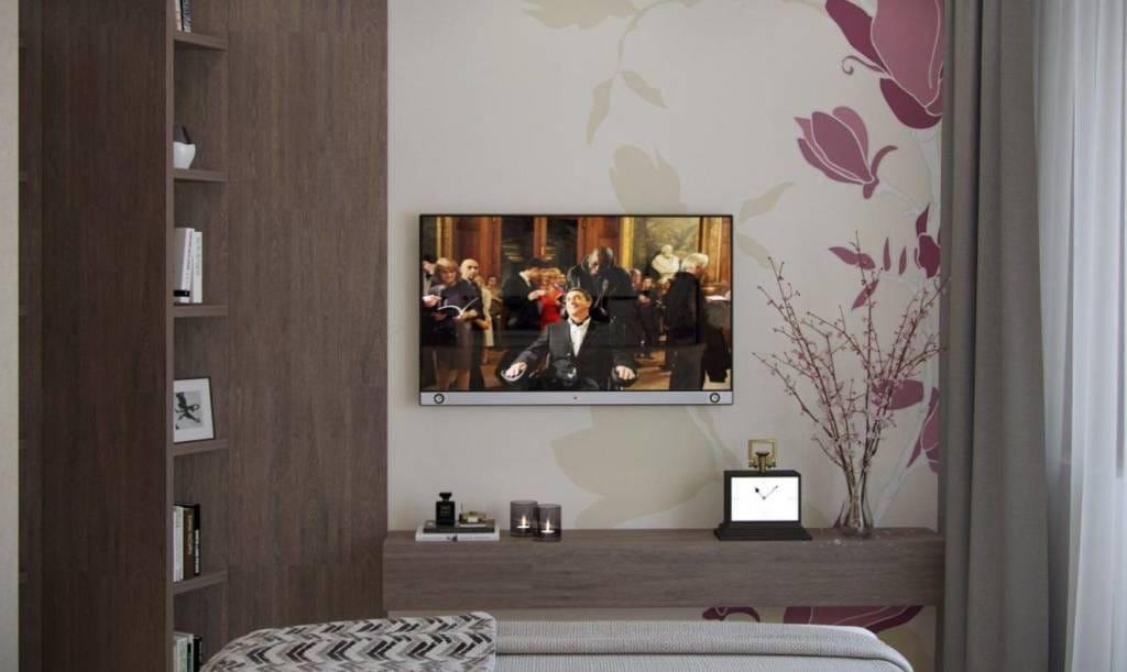 Шоколад - телевизор на стене